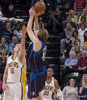 Dirk Nowitzki dá a vitória ao Mavs no último segundo