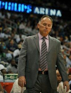 Jim O'Brien, com baixos níveis de popularidade em Indy, lamenta sua segunda eliminação dos 'Offs em dois anos à frente do Pacers (Gregory Smith - ASSOSCIATED PRESS)